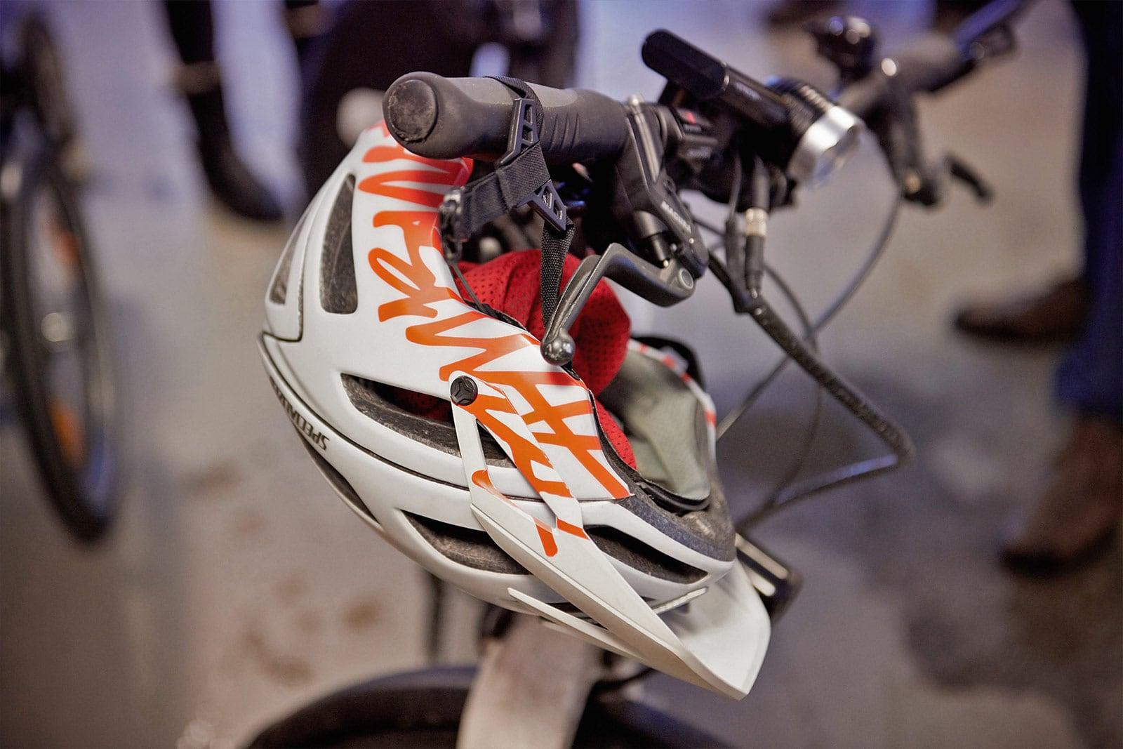 Helm am Lenker