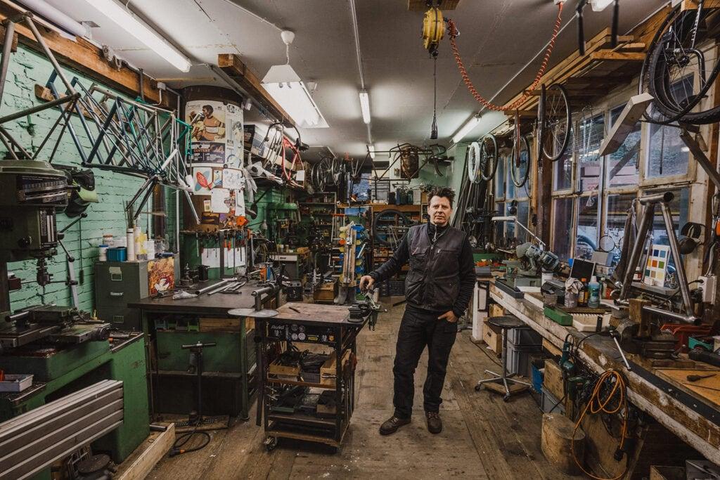 Wim in seiner Werkstatt in der Binz